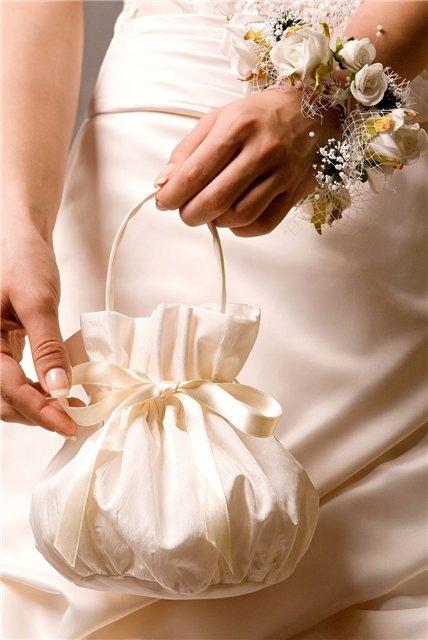 Зачем невесте клатч