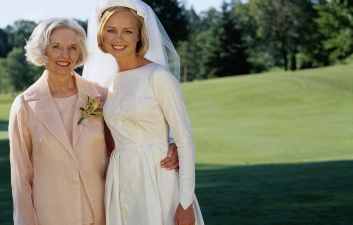 fd1dba0621368f6 Все приглашенные будут смотреть на красавицу невесту и тем самым уделять  пристальное внимание и ее маме, поэтому маминому образу нужно тоже уделить  много ...