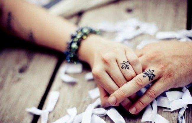 Картинки кольца для пар на руке