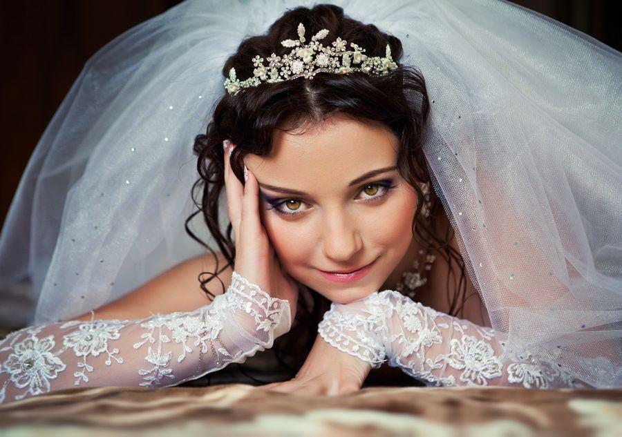 Невеста красится