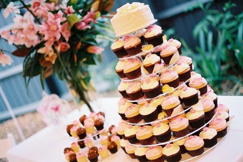 Торт с капкейками на свадьбу цена