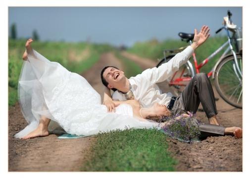 Love story на природе с атрибутикой