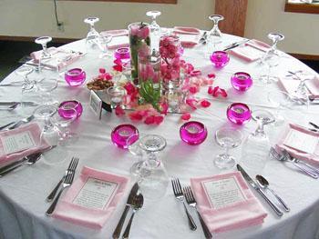 Как украсить свадебный стол молодым?