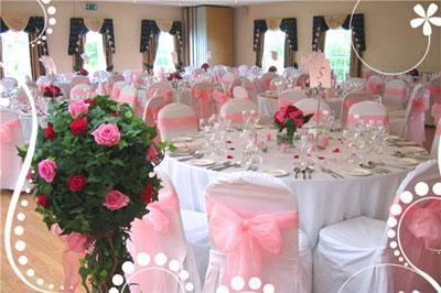 Как украсить свадебный стол?