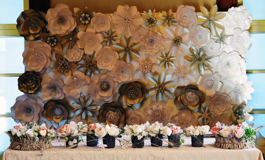 Украшение свадьбы бумажными цветами фото