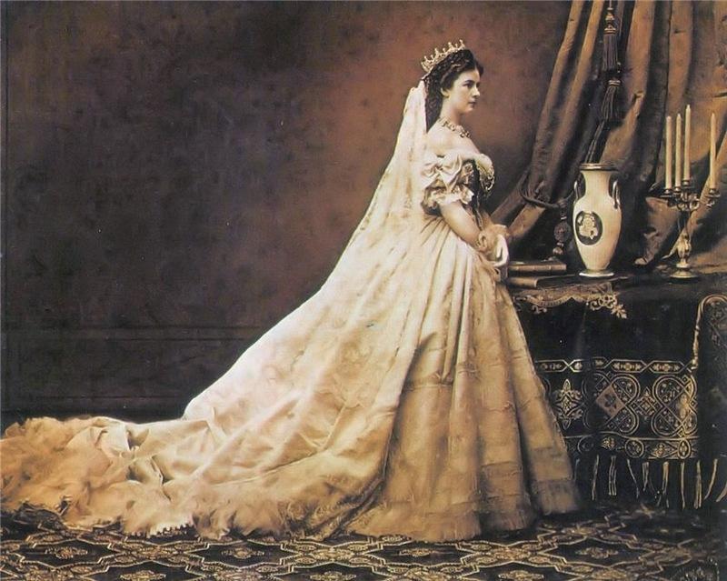 История появления платье