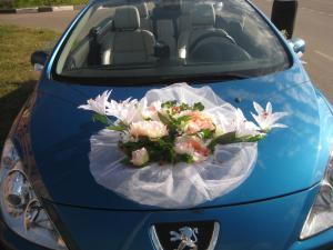 Украшение свадебной машины из сетки