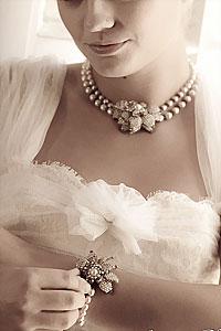 Образ невесты с украшением из жемчуга