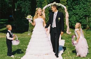 Видео маленьких девочек цветочниц на свадьбе