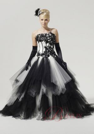 Свадебное платье с букетом