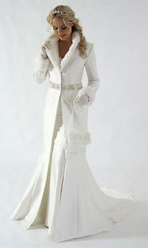 Платье айвори на белом снегу фото