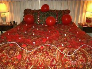 Как украсить комнату на брачную ночь?