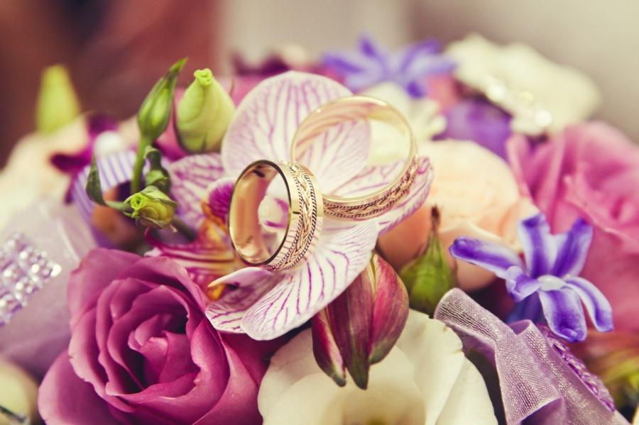 Как сделать украшение для свадьбы?