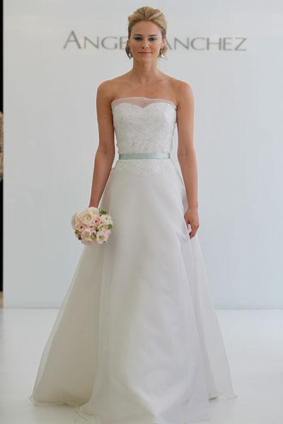 Свадебные платья фото 2011 года