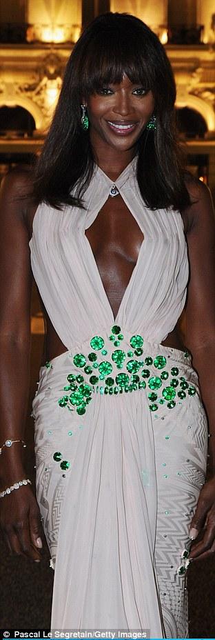 Свадебный наряд наоми кэмпбелл
