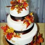 Svadebnie torti s osennei tematikoi