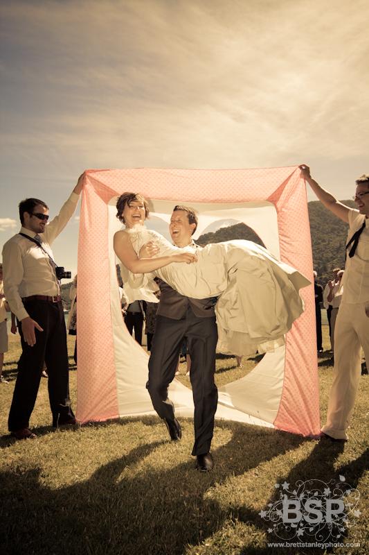 Свадебный ковер из денег