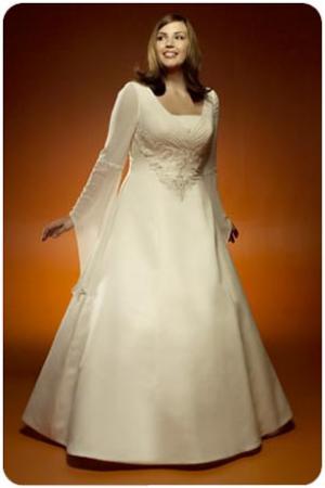 Полная невеста в пышном нижнем белье