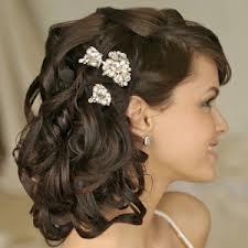Свадебная прическа с живыми цветами продержится