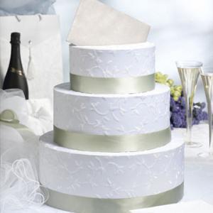 На свадьбу принято дарить деньги, а складывать их в специальный свадебный сундучок.  Сундучки можно сделать в виде...