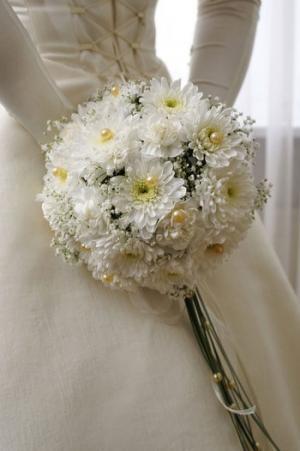 Хризантема в свадебных композициях